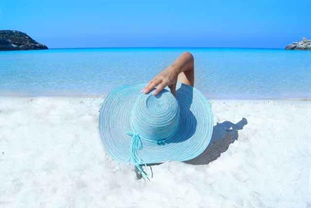 bleu bord de mer chapeau cote